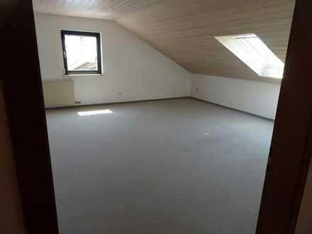 Geräumige 2-Zi-Dachgeschoss-Wohnung in Eichenau