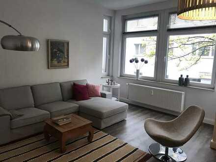 Exklusive, geräumige und vollständig renovierte 2-Zimmer-Wohnung mit großer Wohnküche und Balkon