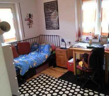 Gemütliches 12qm Zimmer in super 3er Mädels-WG!