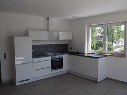 Schöne Dachgeschosswohnung mit 3 Zimmer, Einbauküche und hohen Räumen im Wohnbereich