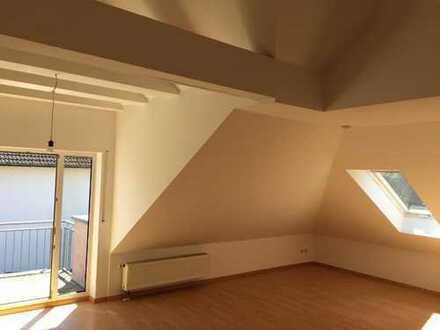 Ansprechende 2-Zimmer-Dachgeschosswohnung mit Balkon und Einbauküche in Weisendorf