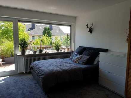 Gepflegte 1-Raum-Wohnung mit Balkon und Einbauküche in Pliening