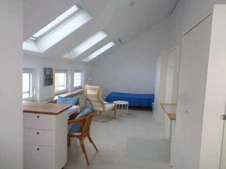 NUR FÜR NICHTRAUCHER: Helle, gepflegte,möbl. 1-Zimmer-Dachgeschosswohnung in 70176 Stuttgart-West