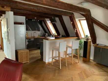 Sanierte 3,5-Zimmer-Maisonette-Wohnung mit Balkon und Einbauküche in Augsburg