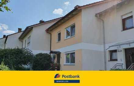 Geräumiges Reihenmittelhaus in ruhiger, beliebter Siedlungslage von Deggendorf zu vermieten.