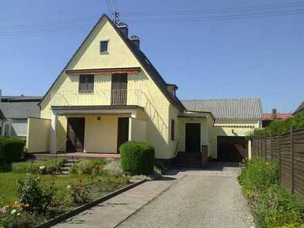 Schönes Haus in zentraler Lage in Alt - Neusäß gegen Gebot abzugeben