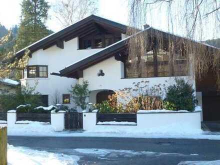 Anspruchsvolles Anwesen/Landhausvilla der Extraklasse in absoluter Villenlage m. Traumblick!