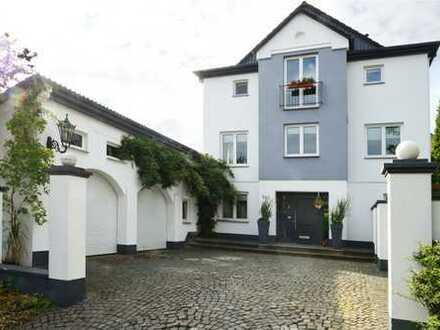 Imposantes Einfamilienhaus! Stilvolles Wohn-Ambiente mit besonderen Charme.