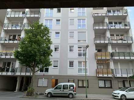Geschmackvolle 2-Raum-Wohnung mit Balkon und EBK in Frankfurt am Main