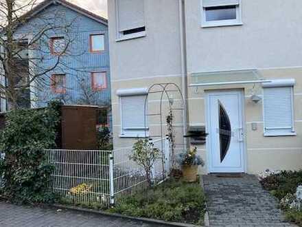 Gepflegtes 6-Zimmer-Reihenendhaus mit EBK in Bickenbach, Bickenbach