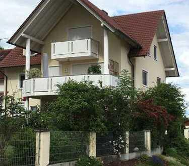 Großzügige Wohnung im I OG und ausgebautem DG mit Balkon