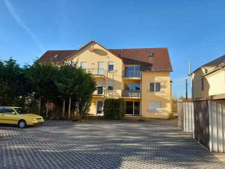 Erschwingliche und gepflegte 2-Zimmer-Wohnung mit EBK und Balkon in Harth-Pöllnitz