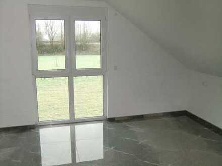 Helle 3.5 Zimmerwohnung- Erstbezug mit eingebauter moderner Einbauküche-Südbalkon-2 Außenstellplätze