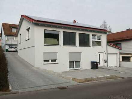 Gehobenes Einfamilienhaus, bestehend aus 2 Wohnungen à 80qm (Loft- + EG- Wohnung), Südhang