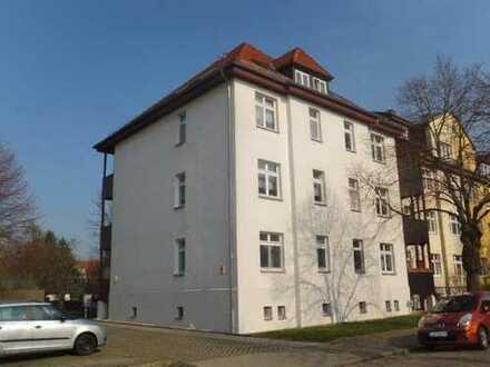 Attraktive 3-Z-WOHNUNG mit Balkon und Pkw-Stellplatz in grüner Umgebung