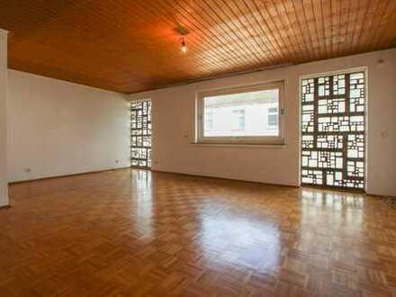 Große, teilrenovierungsbedürftige Wohnung in zentraler Lage!