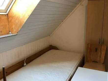 1-Zimmer-DG-Wohnung mit Einbauküche in Eschenried