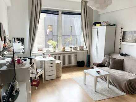 ***CITYWOHNUNG-3er WG-Geeignet mit Balkon, Aufzug, Laminat, Fliesen, Dusche und Wanne***