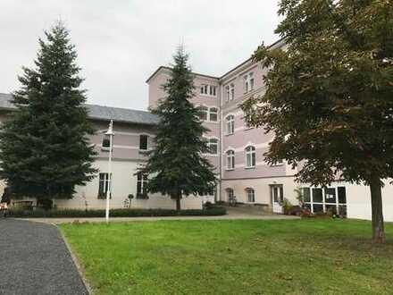 Bezugsfertige 3-Raum-Wohnung in Neumark/V., 2. OG, ebenerdige Dusche, Teppichboden
