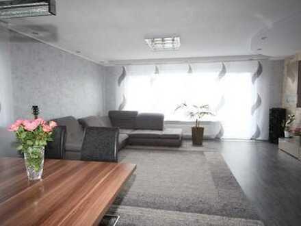 *RESERVIERT* Super schicke, renovierte 4 ZKB-Eigentumswohnung mit Süd-Balkon und eigenem Garten