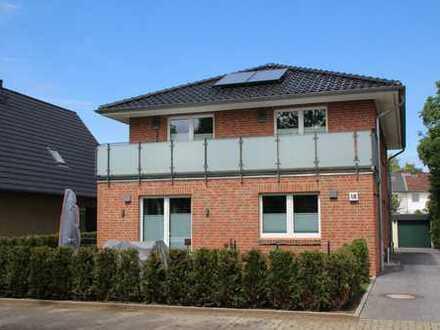Exklusive, neuwertige 3-Zimmer-Wohnung mit Balkon und Einbauküche in Norderstedt