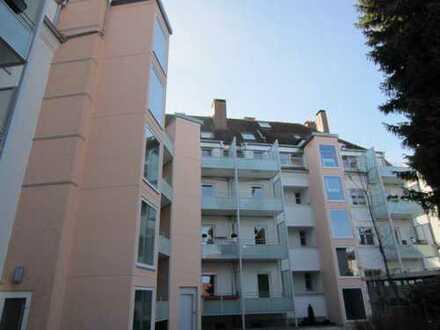 Sehr schicke 2 ZKB-Wohnung in Pfersee ! Herrlich ruhig mit sonnigem Balkon !