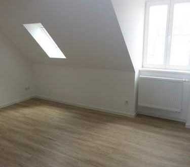 RESERVIERT! Exklusive 3-Zimmer-Dachgeschoss-Wohnung mit Balkon in TOPLAGE (Altstadt/Seenähe)