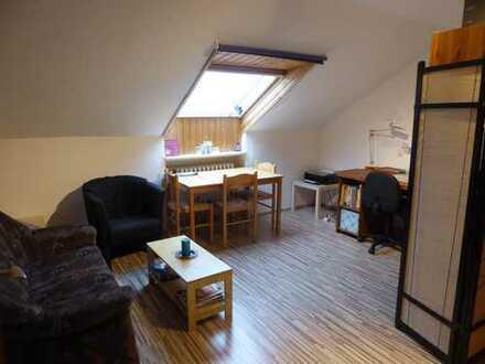 Gepflegte und ruhige 2-Zimmer-DG-Wohnung in Düsseldorf-Vennhausen