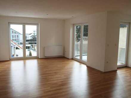 Neuwertige 4-Raum-Wohnung mit Balkon und Einbauküche in Laichingen