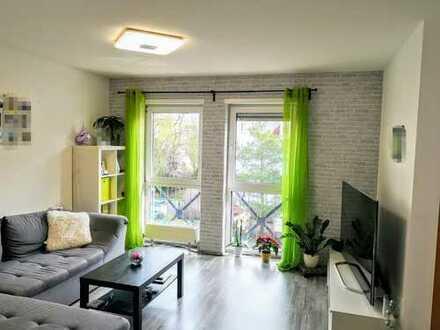 Sehr gepflegte 2ZKB-Wohnung, inkl. moderner EBK und TG-Stellplatz, in zentraler Lage!