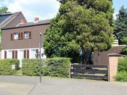 In Toplage von Köln-Weiden! Baugrundstück mit abrissreifem Haus zu verkaufen