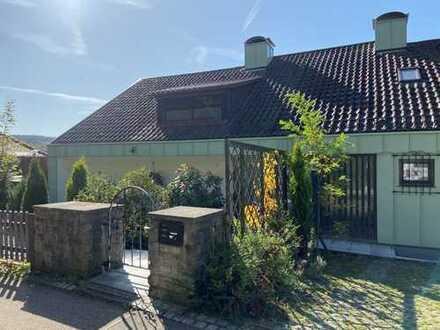 Einzigartige Villa mit Schwimmbad, großem Garten und traumhafter Aussicht in Südlage