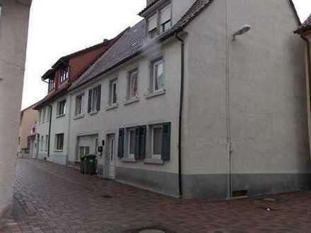 2 Wohnhäuser mit Doppelhauscharakter in ruhiger Lage von Heidelsheim