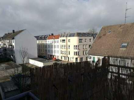 große 3 Zimmer Wohnung mit Dachterasse