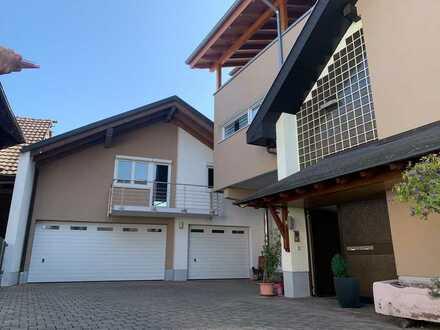 Haus im Haus - Exklusive Dachgeschosswohnung auf 6,5 Zimmer