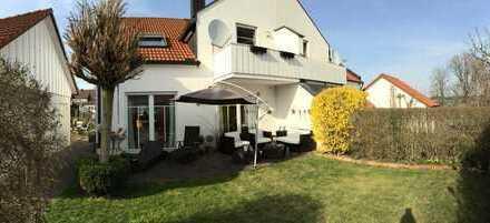 Traumhafte DHH in absolut ruhiger Lage mit hochwertiger Ausstattung und eingewachsenem Garten!