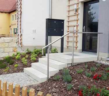 Neu, Erstbezug, 3 Zimmer- Wohnung mit Terrasse und kleinem Gartenanteil