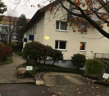 Von Privat: modernisierte 3-Zimmer-Hochparterre-Wohnung mit Balkon, ELW und TG in Littenweiler