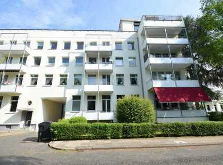 Schwachhausen ! Sonnendurchflutete, großzügige, moderne 3 Zimmer- Wohnung mit Balkon