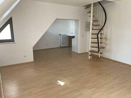 sonnige 2 ZKB-DG Wohnung mit kleinem Balkon und Dachspitz mit Wendeltreppe Nähe Kreuztor