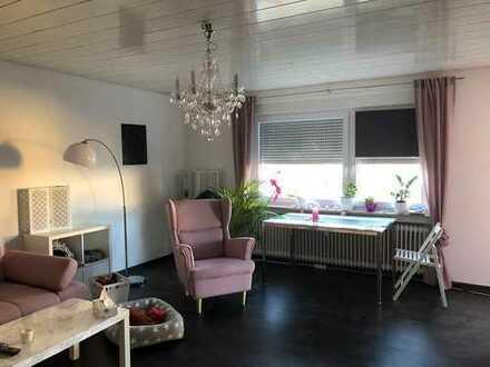 Exklusive, renovierte 3-Zimmer-Wohnung mit Balkon und EBK in Frickenhausen