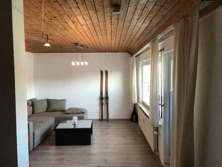 Sanierte 1,5-Zimmer-Dachgeschosswohnung mit Balkon und EBK in Reutlingen