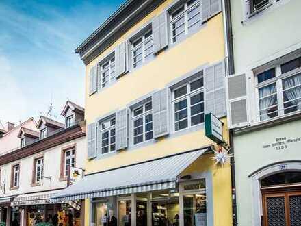 In Freiburgs Altstadt: großer Laden mit kleiner Wohnung / Büro in unmittelbarer Nähe des Münsters