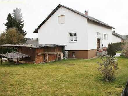 Haus auf großem Grundstück, Garagen, Wintergarten