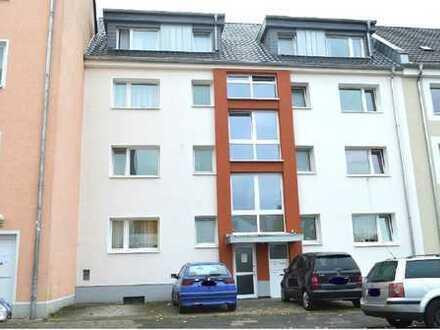 Helle & sehr ruhige 2 Zimmer Wohnung - WG Geeignet - 3 min zu Fuß vom Köln Mülheimer Bahnhof!