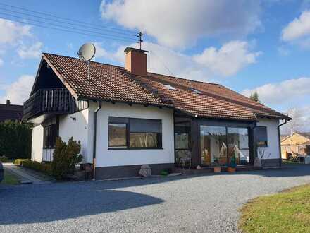 Gepflegtes Einfamilienhaus mit zehn Zimmern und Einbauküche in Birkenfeld