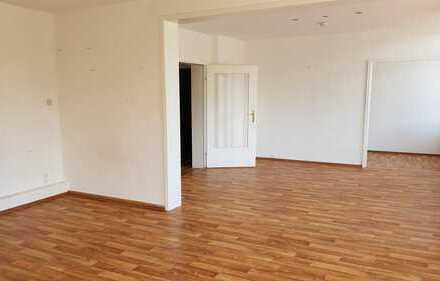 Großzügige 3,5 Zimmerwohnung in zentraler Wohnlage von Bremerhaven Mitte!