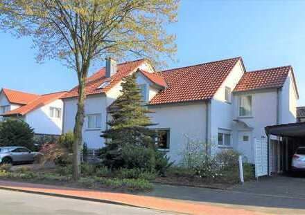Freihstehender Bungalow mit großem Garten + separate Wohnung (Mehrgenerationenhaus)
