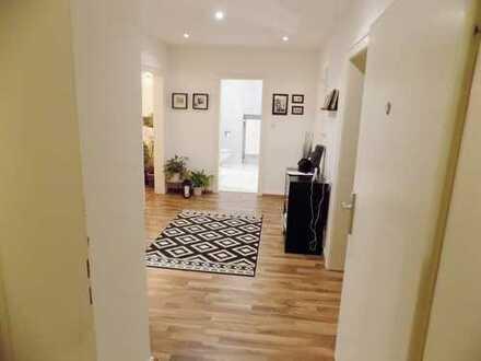 Schöne, ruhige , zentral gelegene 3 Zimmerwohnung mit Lift
