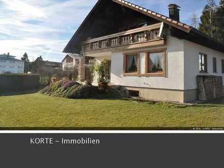 Großzügiges Einfamilienhaus / MFH mit 3 WE u. Doppelgarage